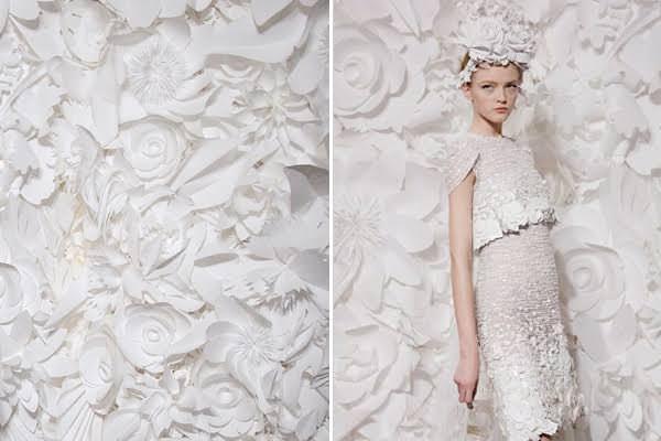 As flores de papel também dão um efeito lindo às fotos